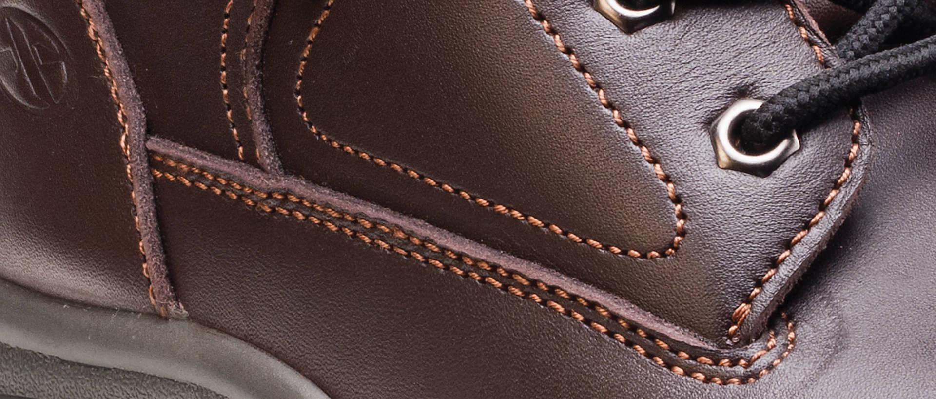 hiker_specific_shoe_screen_width_detail_shot_1920px_818px
